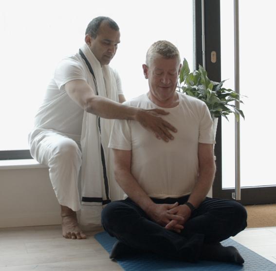 Yogalehrer-Ausbildung Asana Korrektur