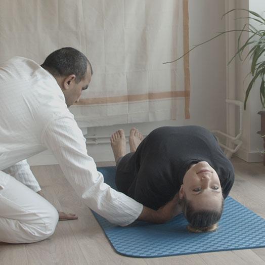 Yogalehrer-Ausbildung Asana Fisch Korrektur